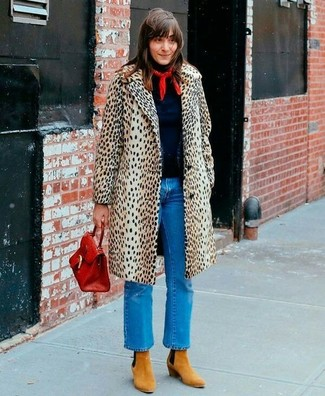 How to wear: beige leopard coat, navy turtleneck, blue jeans, tan suede ankle boots