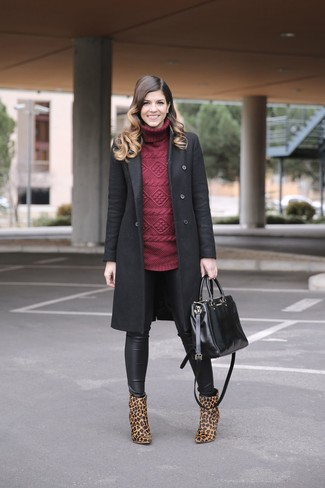 This combo of a burgundy turtleneck and black leather leggings will attract attention for all the right reasons. Tan animal suede ankle boots will add a touch of polish to an otherwise low-key look.