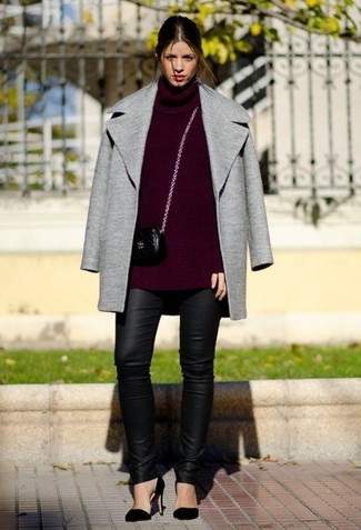 An oxblood turtleneck and black leather leggings will give off this very sexy and chic vibe. Elevate this ensemble with black suede pumps.