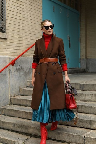Dress to impress in a dark brown coat and a red quilted leather crossbody bag. For something more on the daring side to finish off this ensemble, opt for a pair of red leather knee high boots. This ensemble is super comfortable and will help you out in unpredictable spring weather.