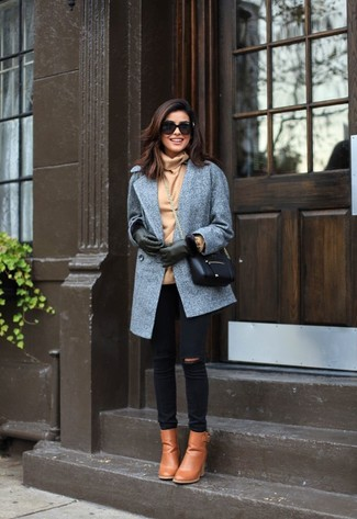 Team a grey coat with gloves if you want to look on-trend without much effort. Tan leather booties complement this outfit very nicely. A killer outfit that will take you from summer to fall like this one makes it super easy to welcome the new season.