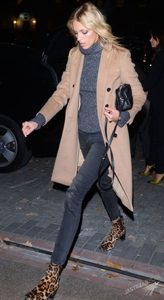 How to wear: beige coat, charcoal turtleneck, charcoal ripped skinny jeans, tan leopard suede chelsea boots