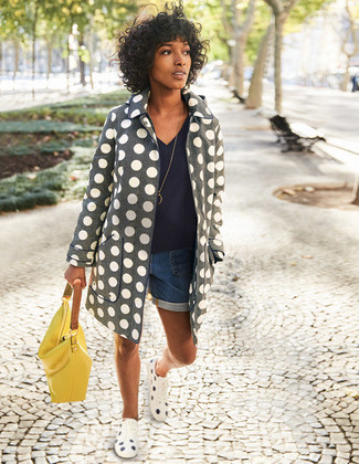 How to wear: grey polka dot coat, navy v-neck sweater, blue denim shorts, white polka dot low top sneakers