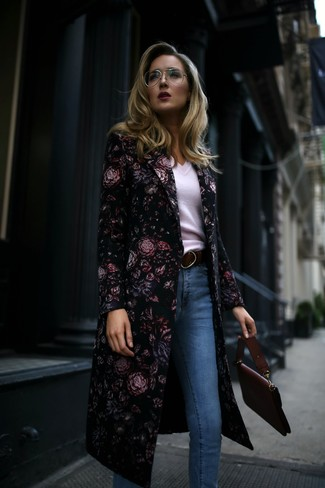 How to Wear a Black Floral Coat In Spring For Women: Putting together a black floral coat with light blue skinny jeans is an on-point option for a relaxed casual yet seriously chic look. So if you're hunting for an outfit that's cute but also feels entirely spring-friendly, this just might be it.