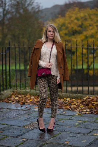 Tobacco Coat Outfits For Women: A tobacco coat and khaki leopard skinny jeans are an easy way to introduce effortless cool into your day-to-day rotation. Infuse your outfit with an added dose of chic by finishing with a pair of burgundy velvet pumps.