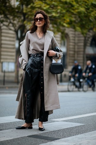 A beige check coat and black leather tapered pants will give off this very sexy and chic vibe. For footwear go down the casual route with ballerina shoes. Can you see how super easy it is to look on-trend and stay comfy come colder weather, all thanks to getups like this one?