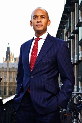 Costume a rayures verticales bleu marine chemise de ville blanche cravate a pois rouge large 22104