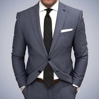 Tenue: Costume gris, Chemise de ville blanche, Cravate à rayures verticales noire, Pochette de costume blanche
