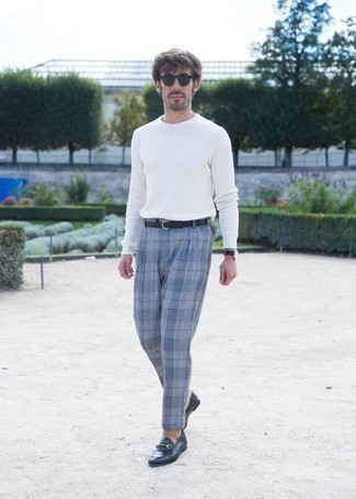 How to Wear Navy Leather Loafers For Men: A white crew-neck sweater and light blue plaid chinos? It's easily a wearable look that you could rock a version of on a day-to-day basis. Let your sartorial skills truly shine by finishing this ensemble with a pair of navy leather loafers.