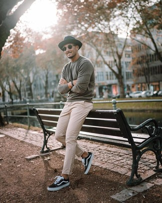 How to wear: grey crew-neck sweater, beige chinos, black and white canvas low top sneakers, black wool hat