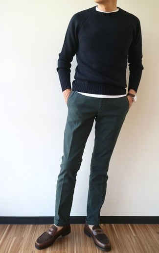 How to wear: black crew-neck sweater, white crew-neck t-shirt, dark green chinos, dark brown leather loafers