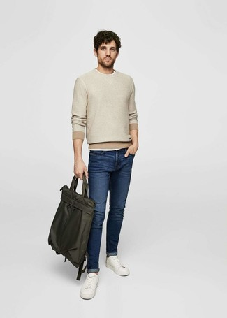 How to wear: beige crew-neck sweater, white crew-neck t-shirt, navy jeans, white leather low top sneakers