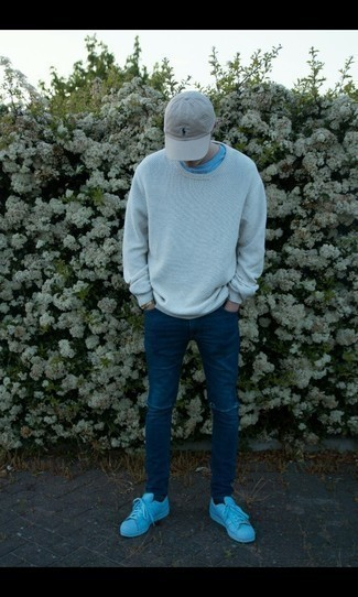 How to Wear a Grey Baseball Cap For Men: Why not pair a light blue crew-neck sweater with a grey baseball cap? Both items are super comfortable and look awesome when paired together. A pair of light blue leather low top sneakers effortlesslly dials up the fashion factor of any ensemble.