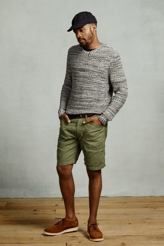How to wear: grey knit crew-neck sweater, black crew-neck t-shirt, olive shorts, tobacco suede derby shoes