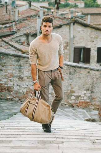 A modern man's sophisticated closet should always include such stylish essentials as a beige jumper and brown dress pants. Black leather derby shoes are an easy option here. These picks will keep you cozy and stylish in unpredictable fall weather.