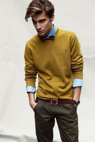 How to Wear Olive Chinos: If you don't like putting too much effort into your ensembles, consider wearing a mustard crew-neck sweater and olive chinos.