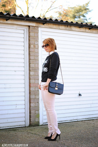 Pair a black and white print crew-neck jumper with rose pink jeans for a glam and trendy getup. Choose a pair of black suede pumps to instantly up the chic factor of any outfit.
