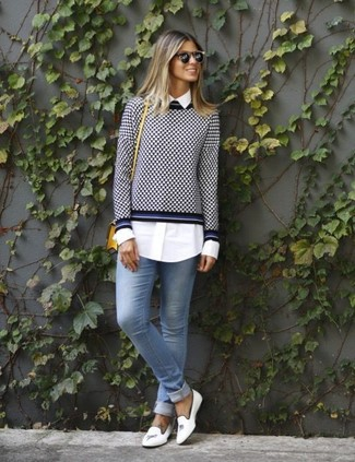 How to wear: navy and white gingham crew-neck sweater, white dress shirt, light blue skinny jeans, white leather loafers