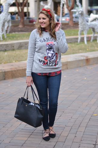How to wear: grey print crew-neck sweater, red and black plaid dress shirt, navy skinny jeans, black suede pumps