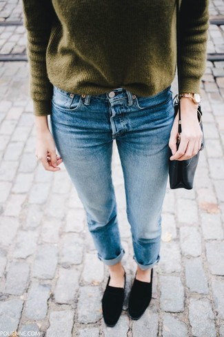 How to Wear an Olive Crew-neck Sweater For Women: An olive crew-neck sweater and blue jeans are a great outfit that will take you throughout the day and into the night. Complete your outfit with a pair of black suede loafers to immediately kick up the glamour factor of your look.