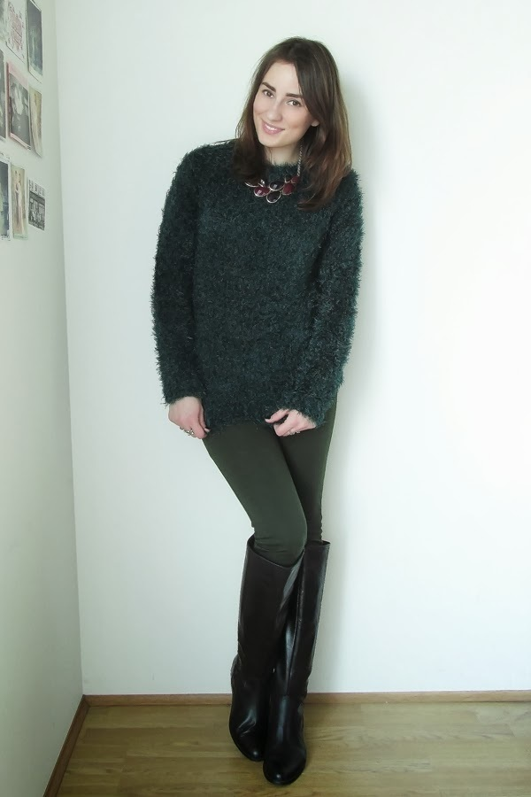 How to Wear Dark Green Leggings (17 looks   outfits)  7571eca9f
