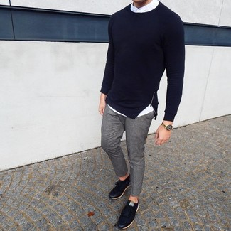 How to wear: navy crew-neck sweater, white long sleeve shirt, grey chinos, black leather low top sneakers