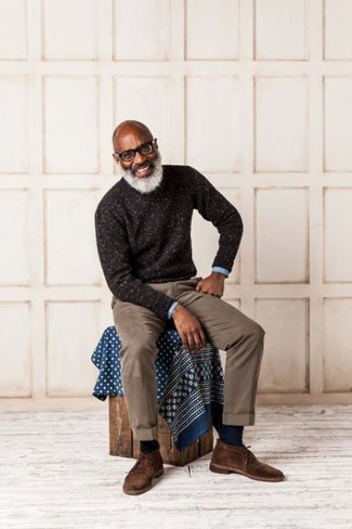 How to Wear Navy Socks For Men: A dark brown crew-neck sweater and navy socks are a life-saving casual combination for many stylish gentlemen. Go ahead and add dark brown suede desert boots to the equation for an extra touch of elegance.