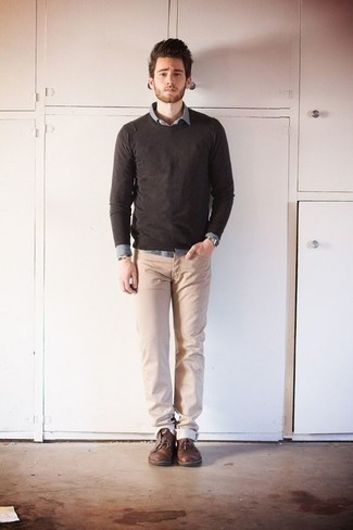 How to Wear Khaki Chinos: A dark brown crew-neck sweater and khaki chinos are a smart pairing that will effortlessly take you throughout the day. Brown leather desert boots look perfect completing this look.