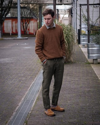 Dark Brown Socks Outfits For Men: This casual combination of a brown crew-neck sweater and dark brown socks is a never-failing option when you need to look dapper in a flash. Channel your inner Ryan Gosling and add a pair of brown suede loafers to the equation.