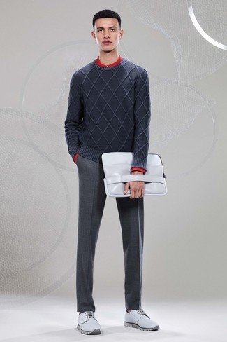 Tap into refined, elegant style with a Band Of Outsiders men's Solid Batiste Button Down In Red and charcoal wool dress pants. Complement this look with grey leather derby shoes. As you can see, this ensemble is a really nice pick, especially for unpredictable fall weather, when the temps are falling.