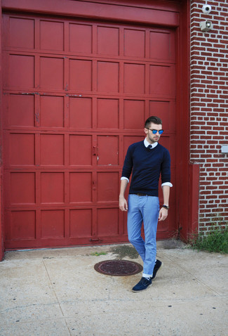 How to wear: navy crew-neck sweater, white long sleeve shirt, light blue lightweight jeans, navy suede derby shoes