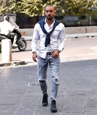 How to Wear Light Blue Ripped Jeans For Men: A navy crew-neck sweater and light blue ripped jeans are a laid-back combination that every modern gent should have in his menswear collection. Avoid looking too casual by rounding off with navy suede chelsea boots.