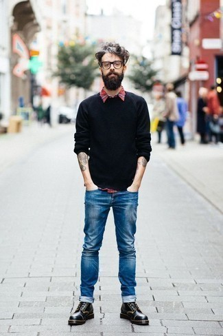 How To Wear Blue Jeans With Black Leather Boots In Warm Weather For Men: The best foundation for a killer casual ensemble for men? A black crew-neck sweater with blue jeans. Don't know how to round off your ensemble? Finish with a pair of black leather boots to lift it up.
