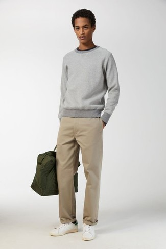 500+ Fall Outfits For Men: The formula for casual style? A grey crew-neck sweater with beige chinos. Add a pair of white and green leather low top sneakers to the mix to avoid looking overdressed. Can you see how extremely easy it is to look dapper and stay toasty when chillier weather arrives, thanks to this getup?