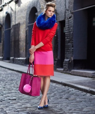 Reach for a red crew-neck sweater and a hot pink pencil skirt to effortlessly deal with whatever this day throws at you. Dress up this getup with blue snake leather pumps. This ensemble is a smart pick when spring arrives.