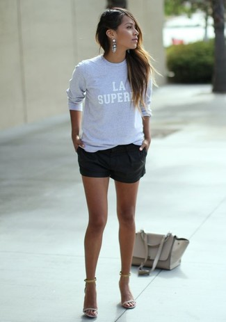 This combination of a grey print crew-neck sweater and black shorts is effortless, chic and oh-so-easy to replicate! Add beige leather heeled sandals to your look for an instant style upgrade. You're guaranteed to always look great even despite the oppressive heat if you keep this ensemble as a last-minute grab.