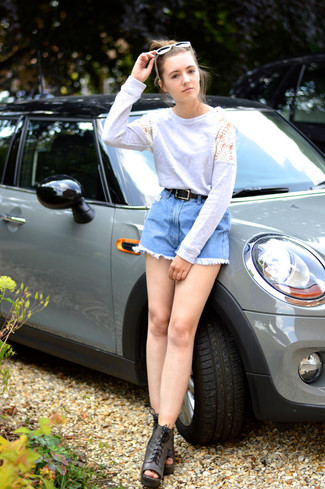 A grey crochet crew-neck sweater with light blue denim shorts has become an essential combination for many style-conscious girls. For footwear go down the classic route with dark grey leather lace-up ankle boots.