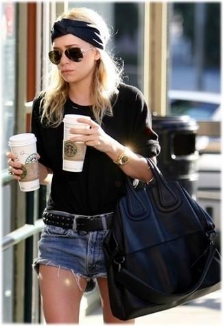 How to wear: black crew-neck sweater, blue denim shorts, black leather tote bag, black leather belt
