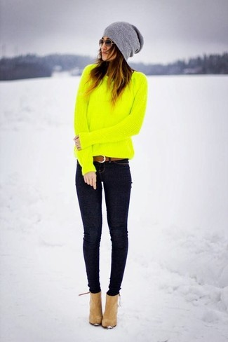 How to wear: green-yellow crew-neck sweater, navy skinny jeans, tan suede ankle boots, grey beanie