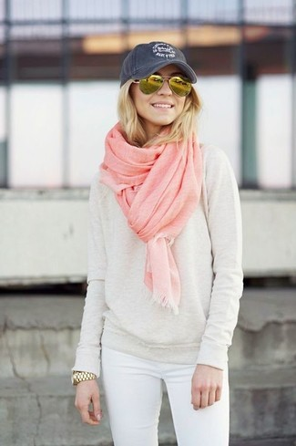 How to wear: beige crew-neck sweater, white skinny jeans, navy cap, pink scarf