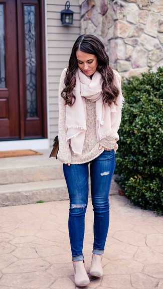 How to wear: beige crew-neck sweater, blue ripped skinny jeans, grey suede chelsea boots, brown leather crossbody bag