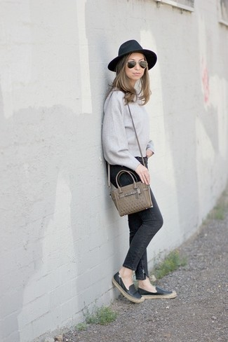 How to wear: grey crew-neck sweater, black skinny jeans, black leather espadrilles, olive leather crossbody bag