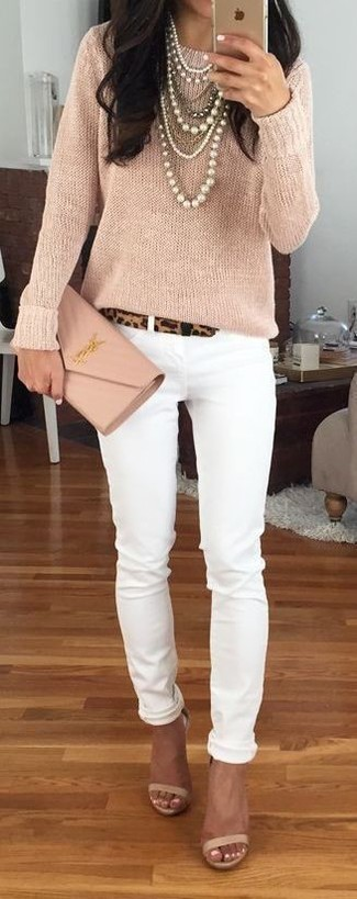 How to wear: beige crew-neck sweater, white skinny jeans, beige leather heeled sandals, beige leather clutch