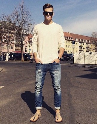 How to wear: beige crew-neck sweater, navy ripped skinny jeans, beige suede sandals, black sunglasses