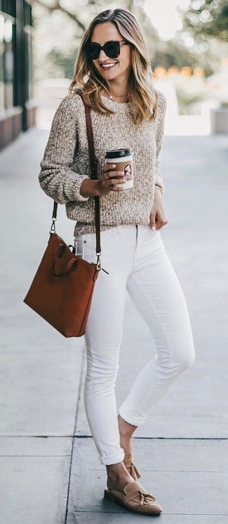 How to wear: beige boucle crew-neck sweater, white skinny jeans, tan suede tassel loafers, tobacco leather crossbody bag