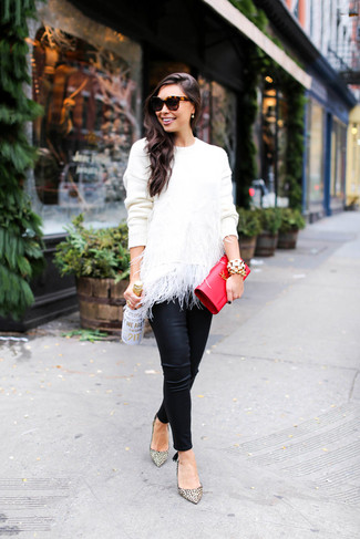How to wear: white feather crew-neck sweater, black leather skinny pants, beige leopard leather pumps, red leather clutch