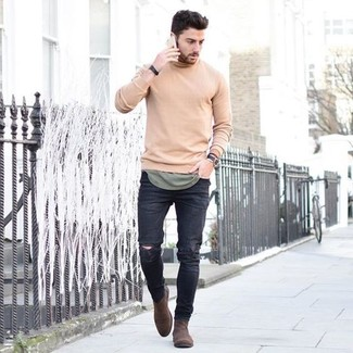 Make a beige crew-neck sweater and black distressed skinny jeans your outfit choice for a relaxed take on day-to-day wear. Brown suede chelsea boots will instantly spruce up even the laziest of looks. Nothing like a knockout combo to spice up a bleak autumn afternoon.