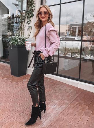How to wear: pink crew-neck sweater, black leather tapered pants, black suede chelsea boots, black leather crossbody bag