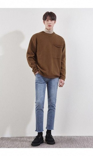 How to Wear a Beige Turtleneck For Men: This combination of a beige turtleneck and light blue jeans combines comfort and confidence and helps keep it low-key yet modern. Black suede desert boots are the right choice here to get you noticed.