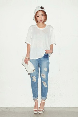 How to Wear a White Leather Clutch Casually: Why not try teaming a white crew-neck t-shirt with a white leather clutch? Both of these items are very comfy and will look great worn together. You know how to give this look an extra dose of class: white leather heeled sandals.
